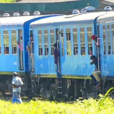 Coverfoto blauwe trein Sri Lanka