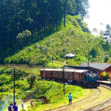 Coverfoto treinstation in Sri Lanka