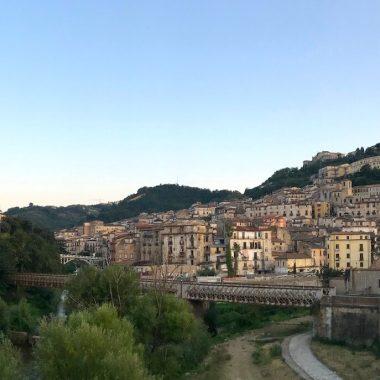 Coverfoto uitzicht op oude centrum Cosenza