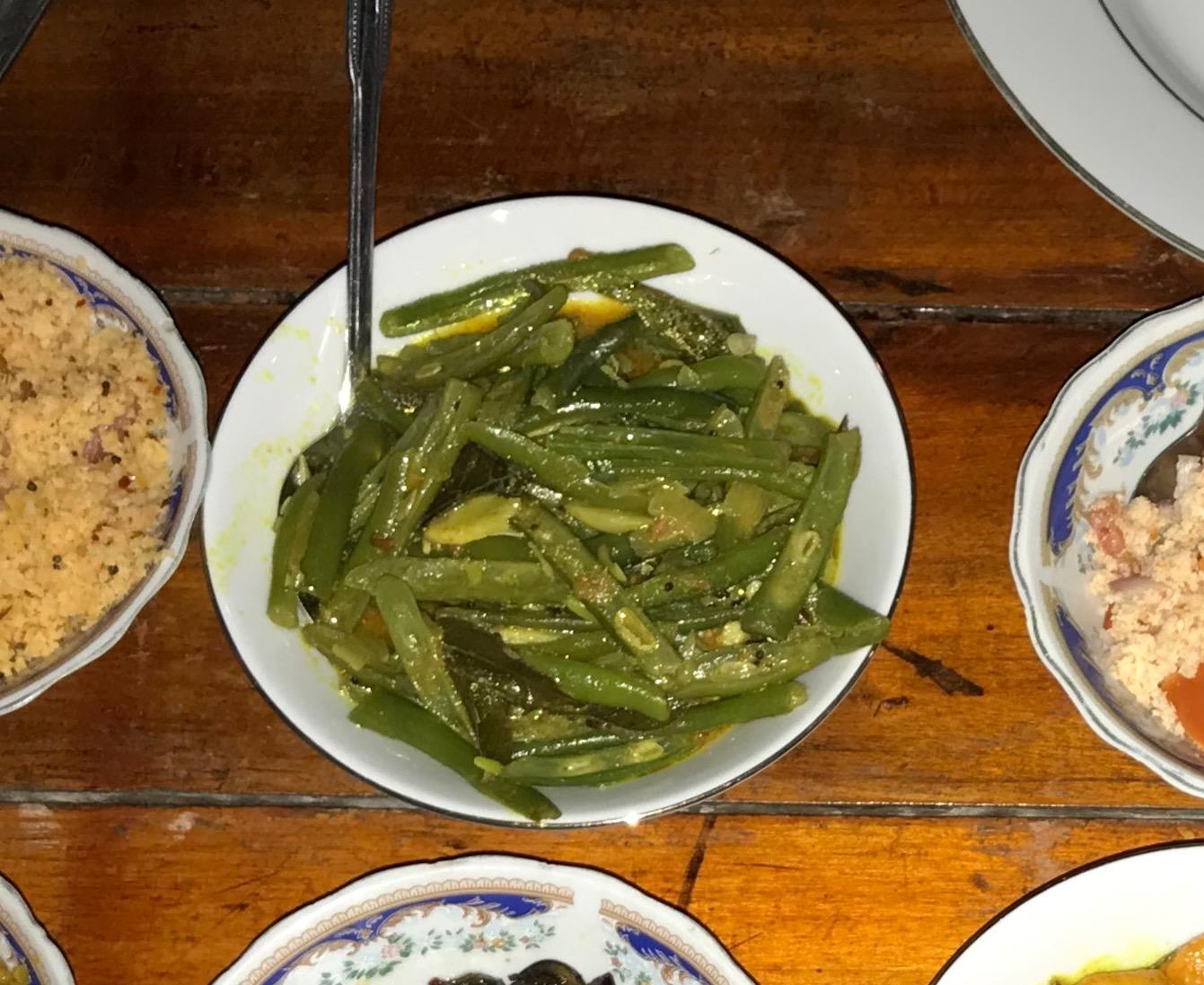 sperziebonen curry