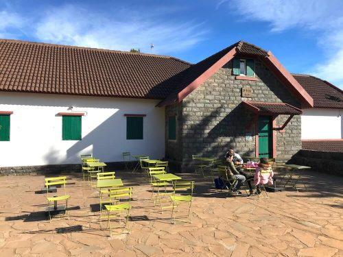 Restaurant net onder de top van Pico Ruivo