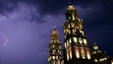 Kathedraal Morelia Mexico bij nacht
