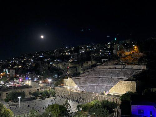 uitzicht Amman Pasha hotel Romeinse theater bij nacht
